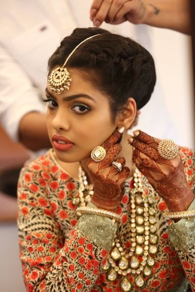 Indian Wedding Jewelry - Bride Getting Ready Shot | WedMeGood | Bride in a Polki Set with Floral Work and Cocktail Rings #wedmegood #indianbride #indianwedding #polki #floral #maangtikka