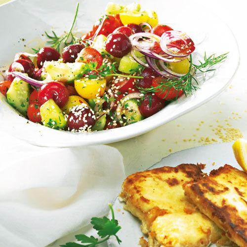 Tomaten-Kirsch-Salat mit Saganaki - BRIGITTE