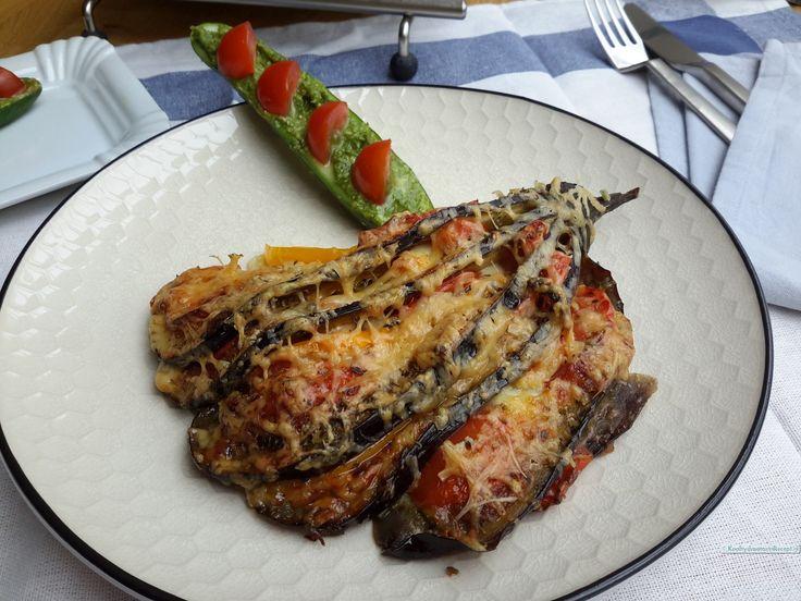 Een waar koolhydraatarm feestje op je bord zo'n prachtige aubergine waaier! Als je een klein beetje recht kan snijden is het maken een koud kunstje.
