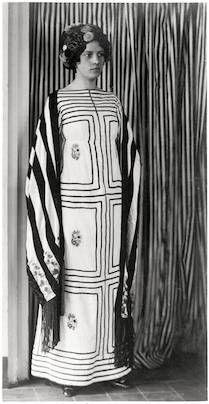 Robe, étole frangée chapeau 1911 coton étole en soie  Wiener Werkstätte (Josef Hoffmann):