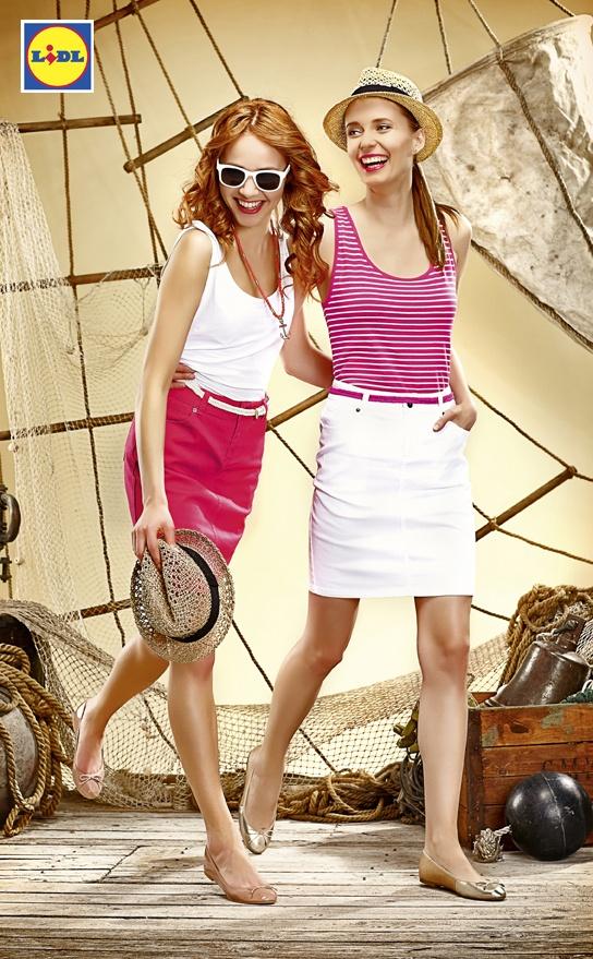 Marynarskie topy zawsze na topie. I spódniczki też. Razem tworzą swobodny, wakacyjny zestaw, który sprawdzi się podczas wakacyjnych wojaży.