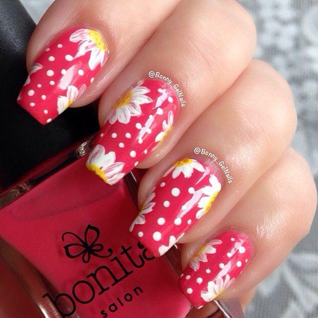 Daisy nails with dots