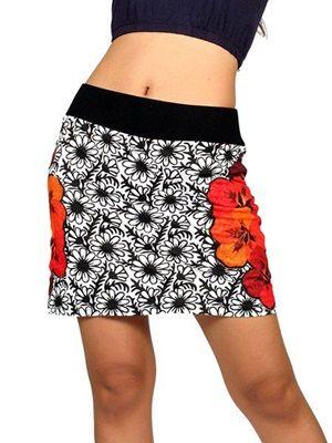 Minifalda hippie Flores laterales Minifalda hippie 100% algodón estampado de flores en blanco y negro y parche de flores estampado laterales. http://www.aleko.kingeshop.com/Minifalda-hippie-Flores-laterales-dbaaaaiza.asp