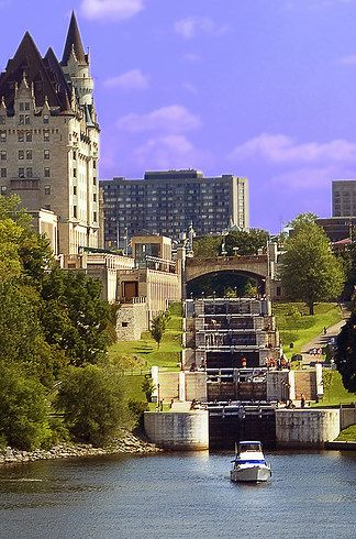 Canal Rideau || Ottawa, Ontario | 15 Canadian Superstructures You Need To See For Yourself