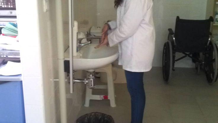 Higiene de manos con agua y jabón