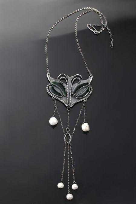 Modliszka – srebrny naszyjnik ze szkłem i perłami | Sztuk Kilka | Mantis - silver necklace witha art glass and pearls