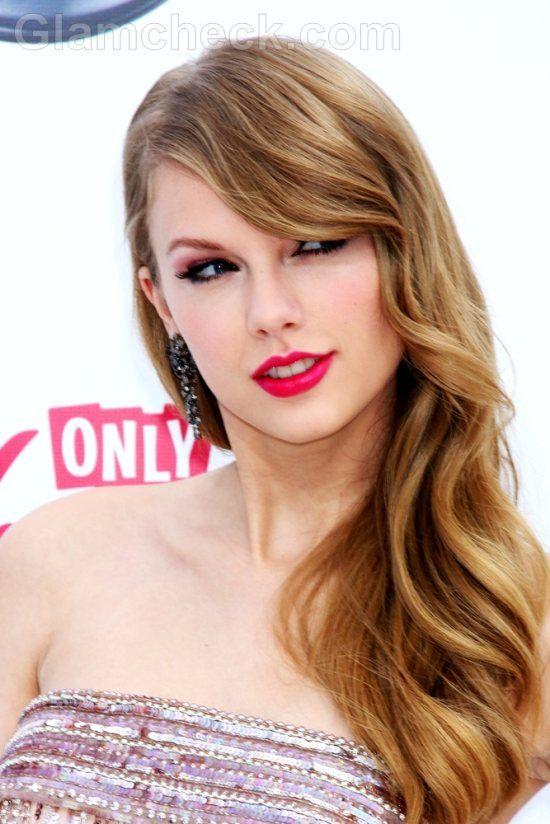 taylor swift hairstyles | Taylor Swift Hairstyle: Bangs
