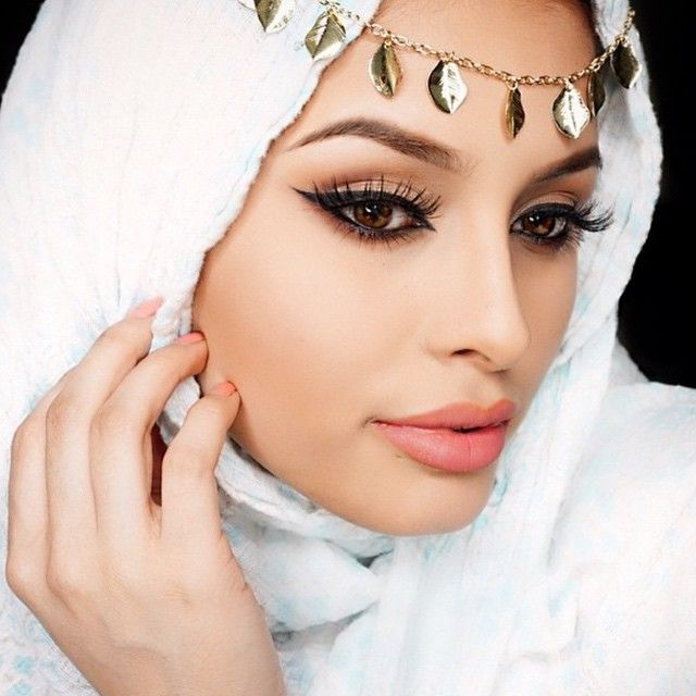 """@makeupby_isabel in Morphe shadows and gel liner for divinely dazzling makeup look that reminds us of an Arabian angel ✨✨shop ⏩www.morphebrushes.com⏪ to get the look #morphegirl"" Photo taken by @morphebrushes on Instagram, pinned via the InstaPin iOS App! http://www.instapinapp.com (02/01/2015)"