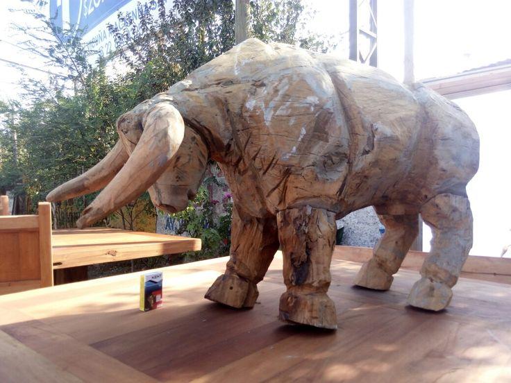 Toro tallado en madera Roble de demolición..Se hacen esculturas en madera a pedido