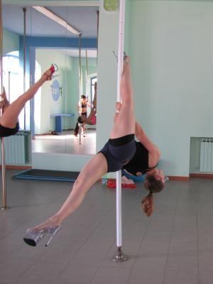 Studio Pole Dance si trova a Monza, nel cuore della Lombardia. Istruttrici serie e professionali vi faranno scoprire un mondo di evoluzioni.