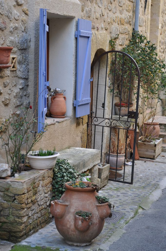 °°Street in Lauris, Provence, France°°