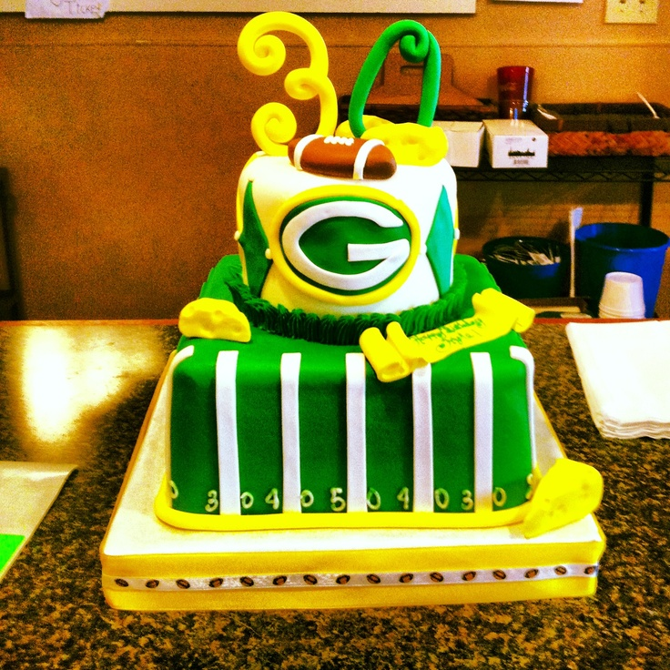 The perfect greenbay packer cake! Searching for cake ideas.....I feel like I am running out of time