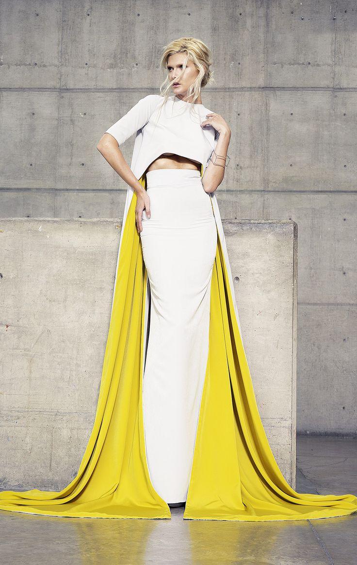 Vestido de fiesta reversible en dos piezas.<br>Crop top asimétrico con manga corta en color gris.<br>Cauda bicolor en tonos gris y amarillo, con falda a la cintura en corte recto.