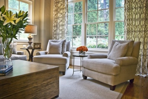 curtains: Modern Living Rooms, Curtains, Living Rooms Design, Chairs, Transitional Styles, Families Rooms Design, Windows Treatments, Sit Area, Traditional Families Rooms
