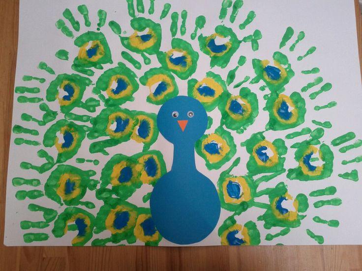 pauw voor kids (groepswerk met in elke hand talent kleuter ofwel zelfde met vaas en bloemen)
