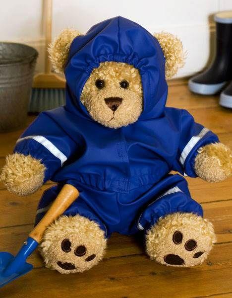 Skal build-a-bear bamsen med på cykeltur, er det en god ide med et godt regnsæt. Dette er helt magen til børnenes med reflekser, seler og hætte