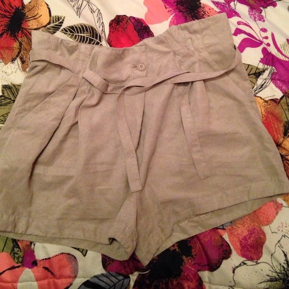Suede high waisted Armani Exchange shorts! Size 6 high waisted shorts. Ties in the front Armani Exchange Other