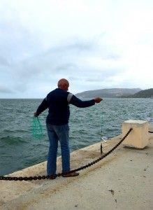 Fischer an der Hafenkante von Setubal