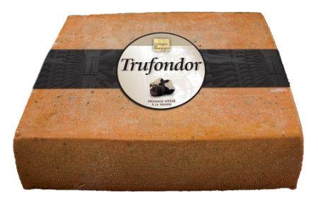 Le trufondor, un fromage affiné avec des éclats de truffes.