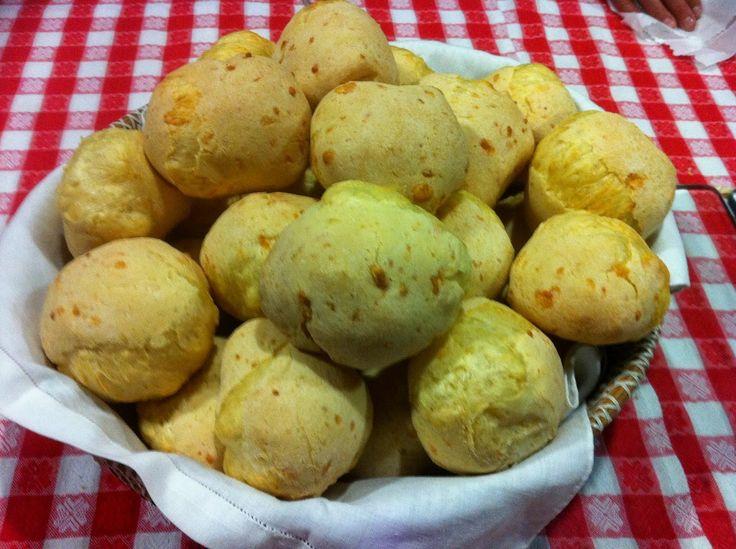 Pão de queijo da Canastra feito pela Romilda em São Paulo