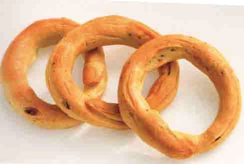 In southern Italy, taralli come in many sizes and flavors. These are typical Neapolitan ones sometimes referred to in Neapolitan dialect as scaldatelli – little boiled things.