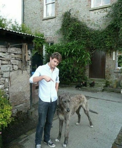 いいね!57件、コメント1件 ― Anita Swartzさん(@rkfan)のInstagramアカウント: 「Old but beautiful pic of Jamie in Ireland with this HUGE Dog #JamieDornan Yikes! I love his hair,…」
