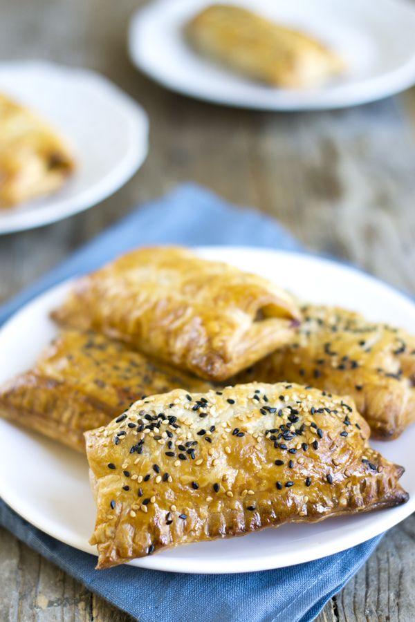 3 keer Saucijzenbroodjes. De normale, Italiaanse en Oosterse Saucijzenbroodjes. Via BrendaKookt.nl