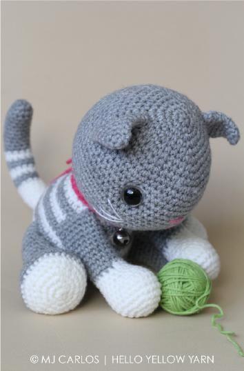 Merhaba! 🙂 Sizlere benim de örerken keyif aldığım sevimli Kedi Abby Tabby'ın ingilizce tarifini çevirdim. Ben farklı renklerini de ördüm öyle de çok sevimli oldu bi deneyin derim 😉 Orjinal metne ulaşmak isterseniz buraya tıklayabilirsiniz. Hepinize; Mutlu günler ve tabi ki keyifli örmeler.       KAFA 1.sıra-Sihirli halka içine 6 sıkığneRead More »