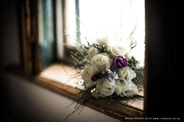 Bouquet of white roses. www.lindavos.co.za