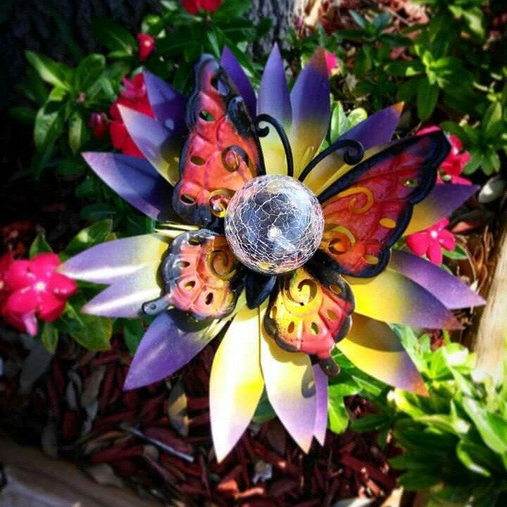 Metal butterfly solar light flower metal garden art for Game of thrones garden ornaments