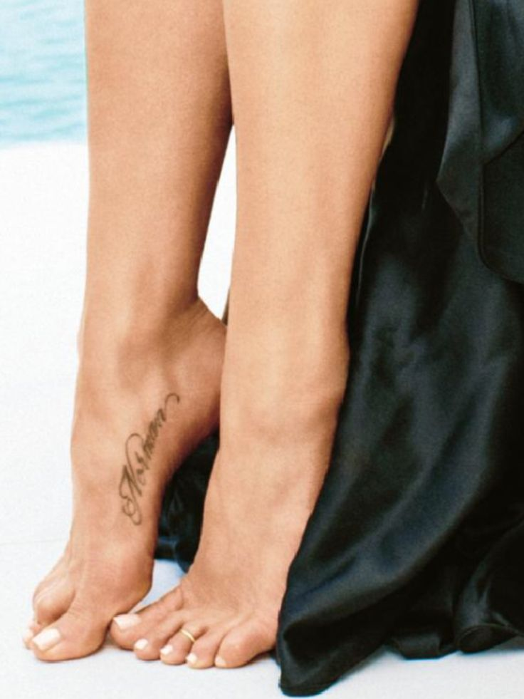 Jennifer Aniston's 1st tattoo.. A tribute to her beloved doggie.