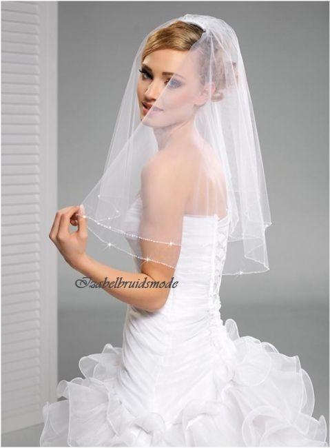 Korte bruid sluier met kristallen. Gemaakt van Italiaanse tule. Lente sluier (twee lagen) 60cm/50cm. Verkrijgbaar in de kleuren:wit of ivoor.   -