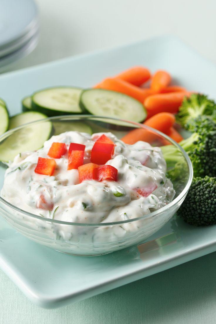 This fresh dill greek yogurt dip is the cool sidekick to any main dish summer recipes ideas - Refreshing dishes yogurt try summer ...