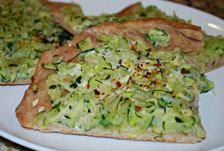 aliments pauvres en glucides - recette de pizza végétarienne aux courgettes et crème allégée