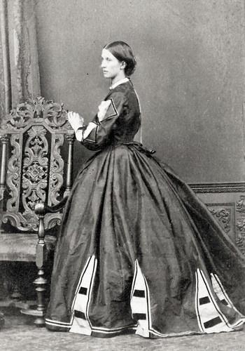 Interesting inserts on the skirt.: Daytrim4 Jpg Image, Chair, Civil War, Costume, 1860 S Dresses, Cw Dresses, 1860 S Fashion, 1800S, Cdvs