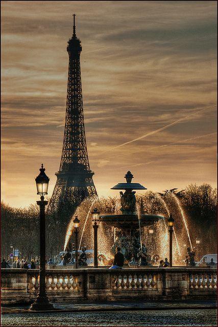 eddietan:  Fontaine Place de la Concorde, Paris                                                                                                                                                                                 Plus
