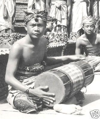 Bali 1930 - Kendang player