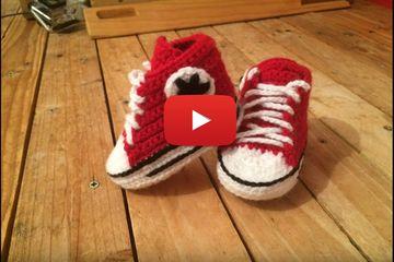 """Tuto crochet : Converse chaussures bébé. Des petites """"Converse"""" qui compléterons toutes les tenues de vos bébés. ..."""