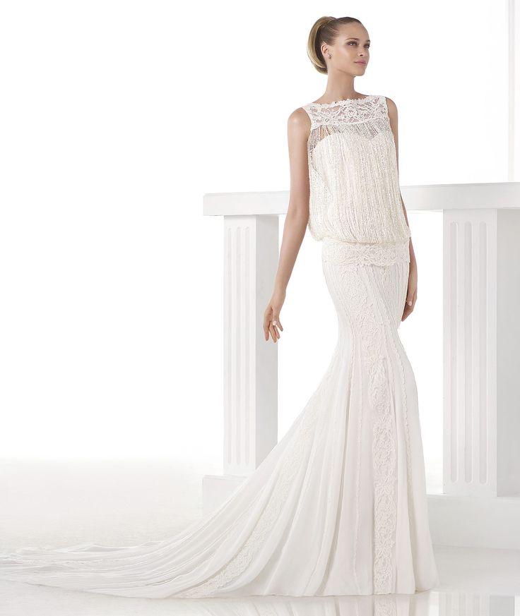 Cute Cindy Wedding dress with fringe Pronovias Pronovias