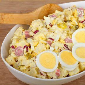Esta receta de ensaladilla de huevo alemana es una variante de nuestra ensaladilla rusa, con un toque especial de mostaza y encurtidos.