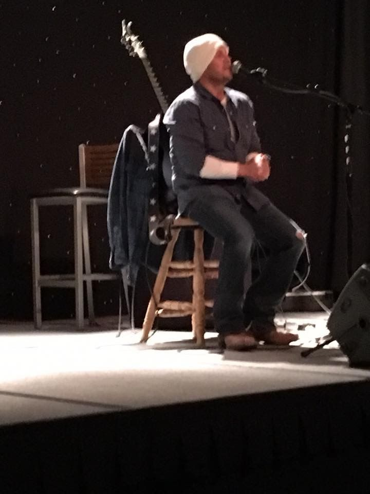 Christian Kane at Starfest April 2017. Don't know who to credit for the pic.