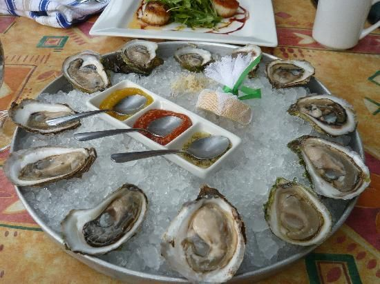 Fishbones Oyster Bar: This establishment features a raw bar with an array of island oysters and specialty sauces. (136 Richmond Street; 902-628-6569; open from 11 a.m.)