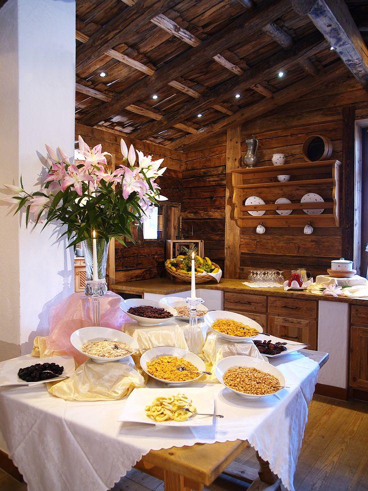 Frühstücksbuffet mit Bioecke + heimische Vollwert Produkte im #sporthotelellmau am #wildenkaiser