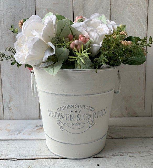 Farmhouse Decor Flowers And Garden Planter Rustic Metal In 2020 Farmhouse Flower Pots Flower Pots Rustic Planters