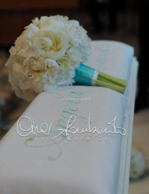 Bouquet sposa e bouquet damigelle d'onore coordinati in perfetta armonia con il fil rouge di un matrimonio da sogno