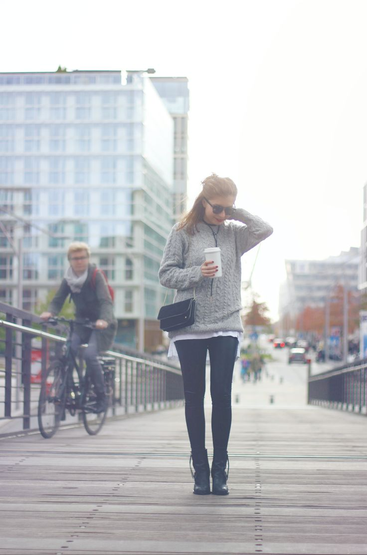Große Strickpullover Liebe mit dem grauen Aran Pullover von Maas Natur: Fair in Irland hergestellt, mulesing-free ! Mehr kuschelige Slow Fashion für kalte Tage auf sloris - slow down and fashion up!
