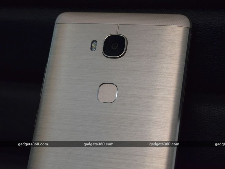 Honor 5X Review - Huawei's online-only Honor range of smartphones has been developed and positioned as complementary to the parent company's more premium products. Naturally, it's targeted at developing markets such as India, and the phones have managed to generate enough buzz and attention to make Honor a significant player in the budget and mid-range smartphone segments in India. The newest...