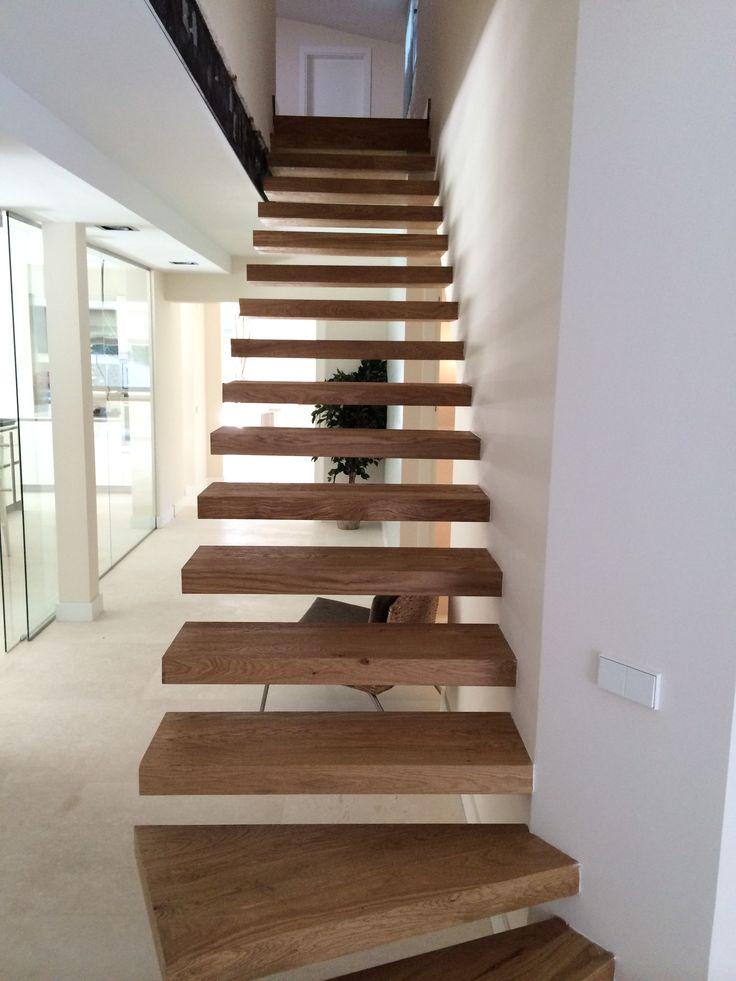 escaleras de madera con tarima