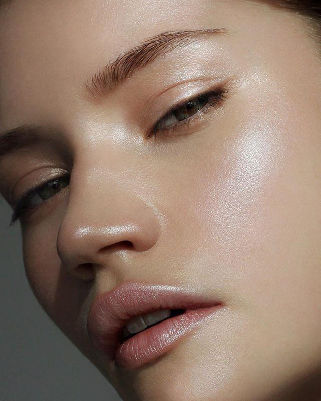 Via www.instagram.com/nikakislyak/ Obsessed with shiny skin ✨✨✨!!! My work for #TurnYourSkinOn #patmcgrathlabs003 #patmcgrath @patmcgrathreal  many thanks #photo  @alexaleroy  #model @lovemigu  #mywork #mymakeup #mua #make #makeup #makeupartist #nikakislyak #cosmetics #hilights #shining #skin #хайлайтер #косметика #никакисляк #визажист #макияж #SKINFETISH003