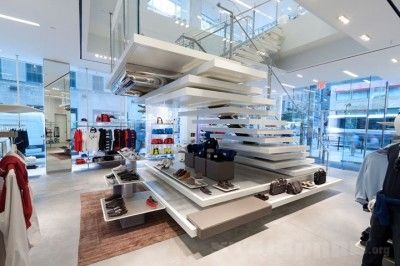 CANTILEVERED TREADS USED FOR DISPLAY Lacoste-flagship-store-Design-Republic-Partners-New-York-02
